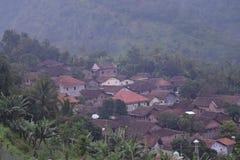 Un village dans les montagnes Photographie stock