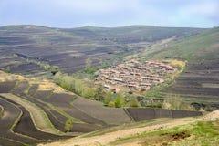 Un village dans les montagnes Photo libre de droits