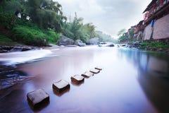 Un villaggio fluviale Fotografia Stock Libera da Diritti