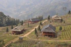 Un villaggio nella nebbia Fotografia Stock Libera da Diritti