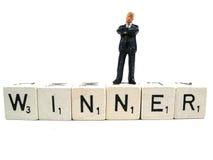 Un vincitore reale che si leva in piedi sulla parola Fotografia Stock