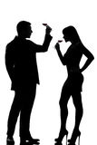 Un vino rosso bevente dell'assaggio dell'uomo e della donna delle coppie Fotografia Stock Libera da Diritti