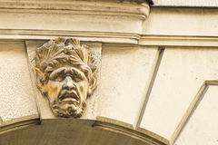 Un visage de type humain grotesque d'art décoratif Photographie stock