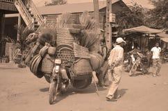 Un willl dell'uomo guida un motociclo Fotografie Stock