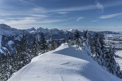 Un winterday parfait dans les alpes d'Allgäu photographie stock libre de droits