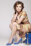 Un woma attraente in un vestito da estate. fotografia stock libera da diritti