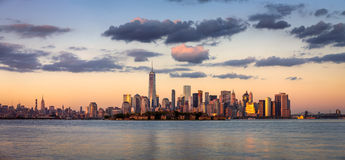 Un World Trade Center, Lower Manhattan au coucher du soleil, New York Image libre de droits