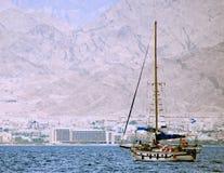 Un yacht moderno al golfo di Aqaba Immagini Stock