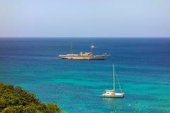 Un yacht privé luxueux dans les Caraïbe Image stock
