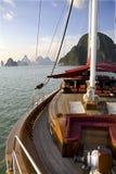Un yate en el océano Imágenes de archivo libres de regalías