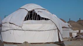 Un yurt construido intermedio en Uzbekistán almacen de video