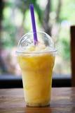 Un zumo de naranja Foto de archivo libre de regalías