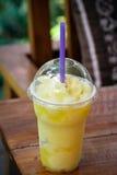 Un zumo de naranja Imágenes de archivo libres de regalías