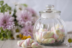 Una aún-vida apacible con los dulces Imagen de archivo libre de regalías