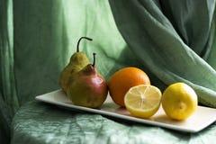 Una aún-vida con la fruta Imagen de archivo libre de regalías