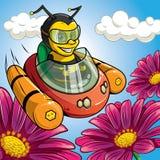 Una abeja está volando en el coche del vuelo a las flores Imagenes de archivo