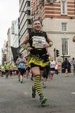 Una abeja muy ocupada - maratón 2017 de Liverpool Fotografía de archivo