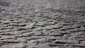 Una acera - conocida como un sendero, una acera o pavimento almacen de metraje de vídeo