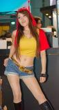 Una actitud cosplay del animado japonés no identificado en el festival GRANDE 2013 de la demostración de juego de Tailandia foto de archivo