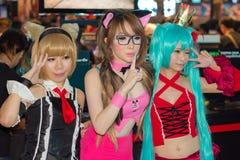 Una actitud cosplay del animado japonés no identificado en el festival GRANDE 2013 de la demostración de juego de Tailandia fotos de archivo