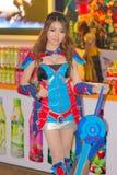 Una actitud cosplay del animado japonés no identificado en el festival GRANDE 2013 de la demostración de juego de Tailandia imagenes de archivo