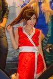 Una actitud cosplay del animado japonés no identificado en el festival GRANDE 2013 de la demostración de juego de Tailandia imágenes de archivo libres de regalías