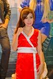 Una actitud cosplay del animado japonés no identificado en el festival GRANDE 2013 de la demostración de juego de Tailandia imagen de archivo