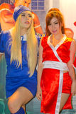 Una actitud cosplay del animado japonés no identificado en el festival GRANDE 2013 de la demostración de juego de Tailandia fotografía de archivo