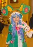Una actitud cosplay del animado japonés no identificado en el festival GRANDE 2013 de la demostración de juego de Tailandia foto de archivo libre de regalías