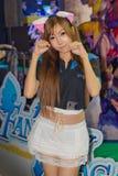 Una actitud no identificada del presentador en el festival GRANDE 2013 de la demostración de juego de Tailandia imagenes de archivo