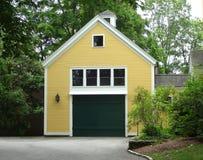 Una adición de sitio de prima sobre un garaje imagen de archivo libre de regalías