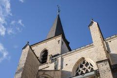 Una aguja de la iglesia en el sol Imágenes de archivo libres de regalías