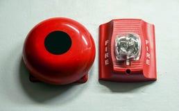 Una alarma de incendio con construido en luz del estroboscópico a la alarma en caso del fuego imagen de archivo libre de regalías