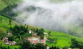 Una aldea de la terraza después de la lluvia Foto de archivo