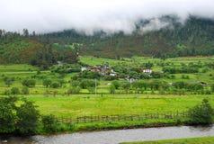 Una aldea minúscula en Tíbet Fotos de archivo libres de regalías