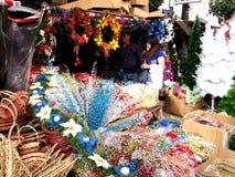 Una amplia variedad de decoraciones del hogar y de la Navidad en la exhibición en una tienda en el mercado de Dapitan Imagenes de archivo