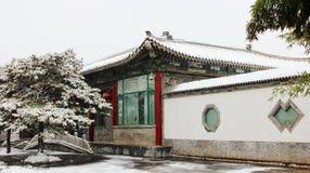 Una arquitectura antigua en nieve Foto de archivo libre de regalías