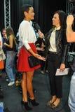 Una atmósfera general entre bastidores durante la demostración de Byblos como parte de Milan Fashion Week Foto de archivo