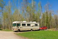 Una autocaravana en una zona de descanso en Columbia Británica Imagen de archivo