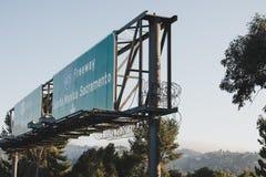 Una autopista sin peaje firma adentro el LA fotografía de archivo