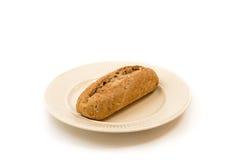 Una baguette su un piatto bianchiccio Fotografia Stock Libera da Diritti