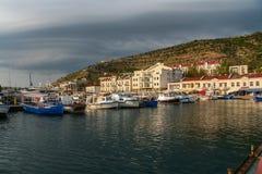 Una bahía del mar en la ciudad de Balaklava Foto de archivo libre de regalías