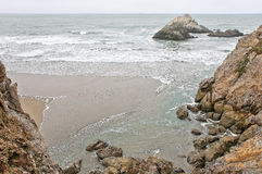 Una bahía está en el Océano Pacífico imagenes de archivo