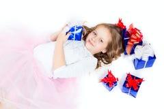 Una bambina con i regali Fotografia Stock