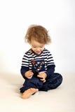 Una bambina con il telefono. Fotografia Stock