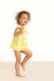 Una bambina ride. Fotografie Stock Libere da Diritti
