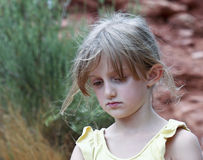 Una bambina triste con capelli Wispy immagine stock libera da diritti
