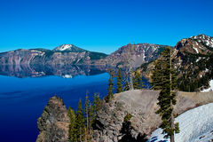 Una banca del lago crater Fotografie Stock Libere da Diritti