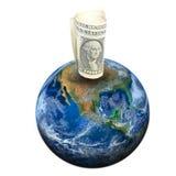 Una banconota del dollaro sulla terra Elementi di questa b ammobiliata immagine Immagini Stock
