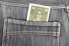 Una banconota in dollari che attacca nella tasca posteriore dei jeans del denim Fotografia Stock Libera da Diritti